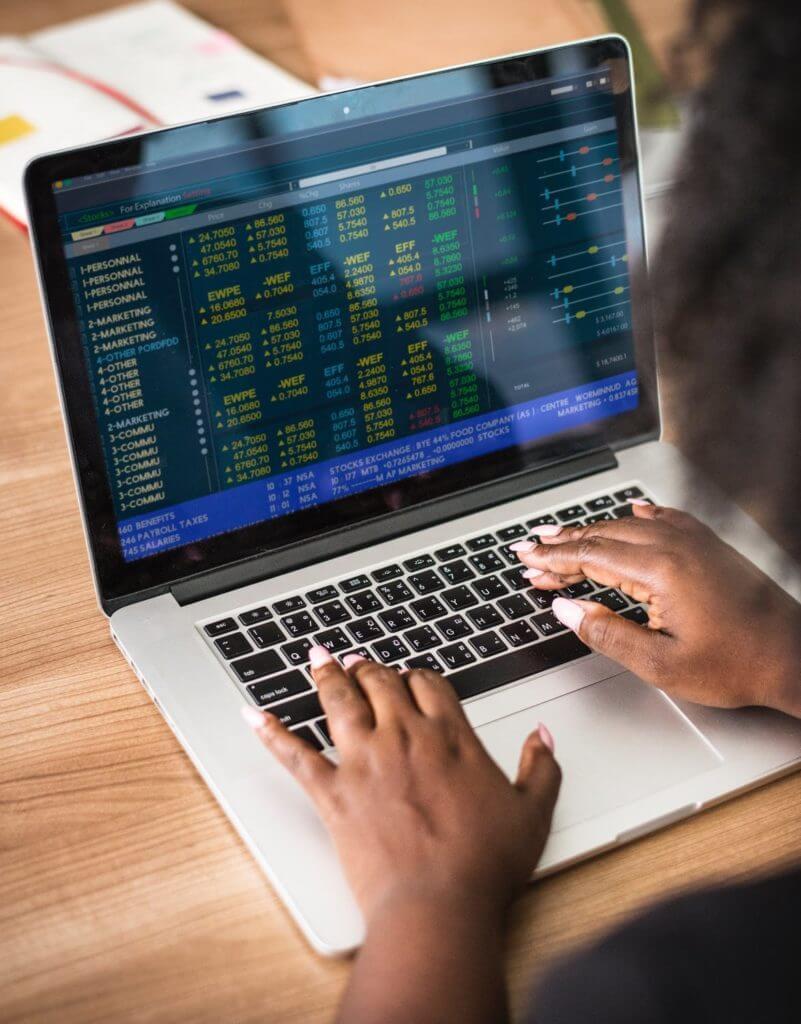 Mål en akties risiko på volatilitet eller gæld?